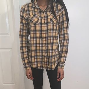 Super cute and chill flannel 💛